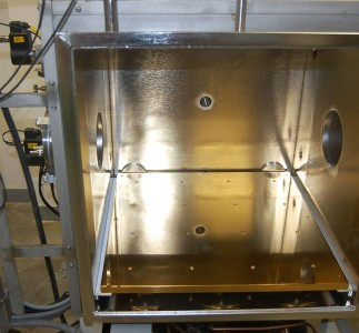 Thermal plate of chamber fitted with liquid chiller system