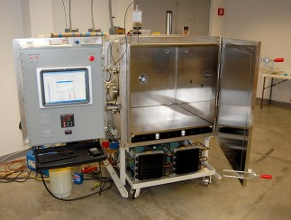 This thermal vacuum chamber is fitted with a robust and efficient cascade refrigeration systems.